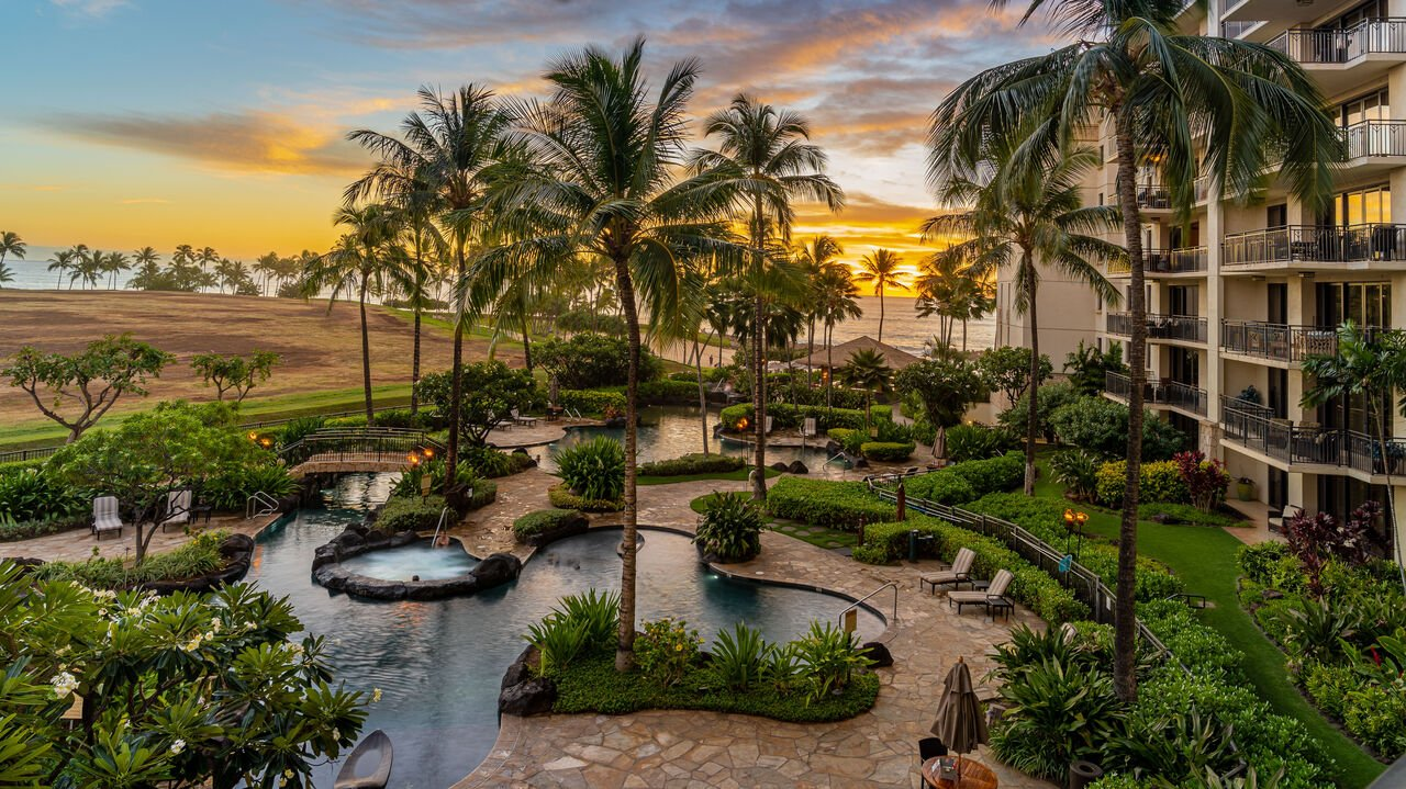 A water feature in front of our Flipkey Oahu rentals